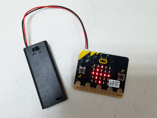 micro:bit與電池盒